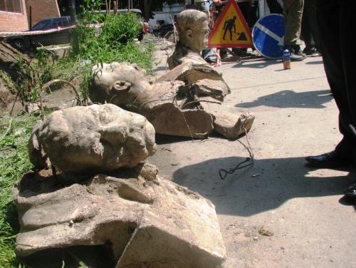 """Пам'ятники """"вождів"""" знайдені в Луцьку"""
