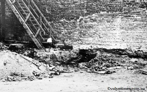 Знайдені останки луцької знаті. Після їх виявення, ще багато років були байдуже присипані землею...