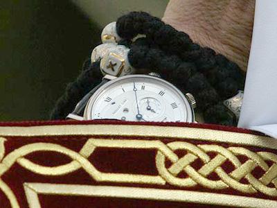 Часи на руці Патріарха Кирила. Классична модель Breguet: корпус із білого золота, ремінь – із шкіри крокодила