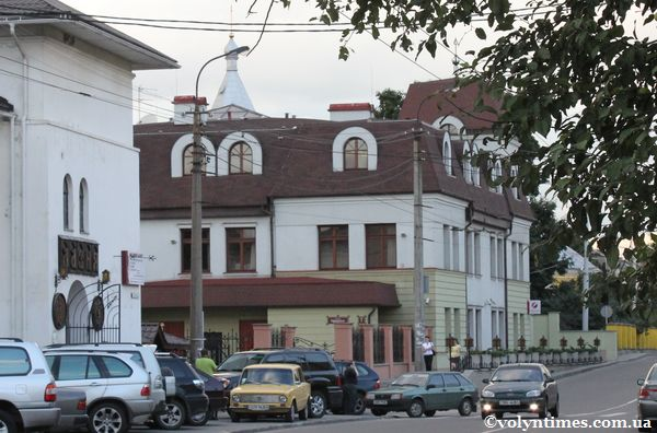 Банк ПЕКАО і Покровська церква були зареєстровані за однією адресою