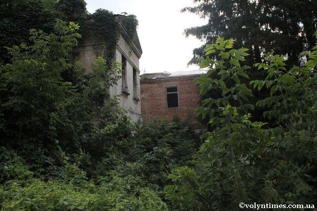 Памятка місцевого значення на вул. Плитниця, 7 умисно доведена до руйнації, незаконно приватизована і перепродана