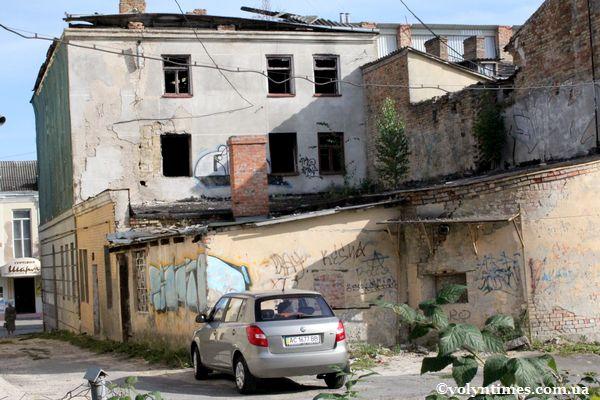 Луцька ганьба - багаторічне згарище на вул.Горького - Лесі Українки