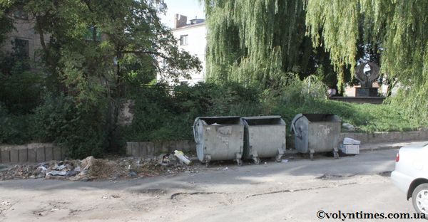 Сквер потопає в смітті навіть після Дня Незалежності (25.08.2011)