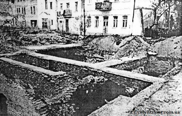 Підземна забудова на вул.Драгоманова в 90-х роках