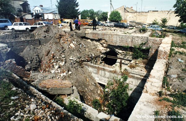 Зруйновані безгосподарністю древні підвали