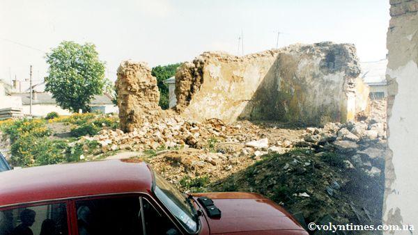 Залишки стіни памятки місцевого значення на вул. Драгоманова, 15