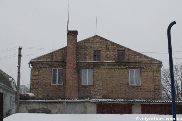 Тильна сторона Луцького районного будинку культури на вулиці Ковельській, 56