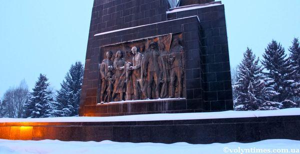 Барельєф на стеллі Меморіалу в Луцьку