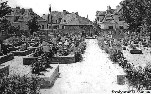 Військове поховання на місці нинішнього Меморіалу