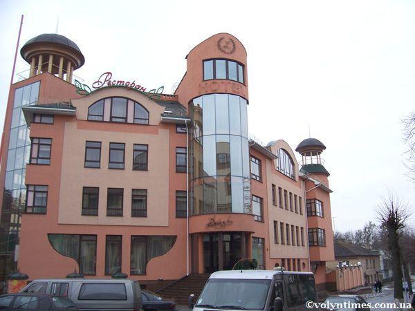 """Будівля готелю """"Залєскі"""" в м.Луцьк"""
