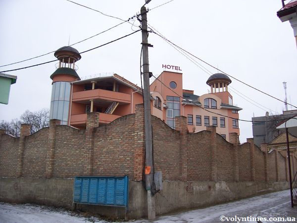 """Тильна сторона будівлі готелю """"Залєскі"""" в м.Луцьк"""