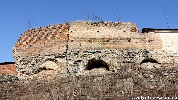 Пам'ятка національного значення - Оборонна башта з муром (мур.) 14-15 ст.ст.
