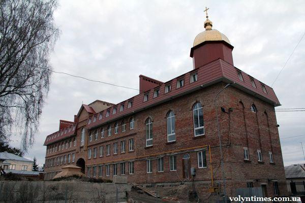 Академія УПЦ КП на місці знищеного кургану Романсівка