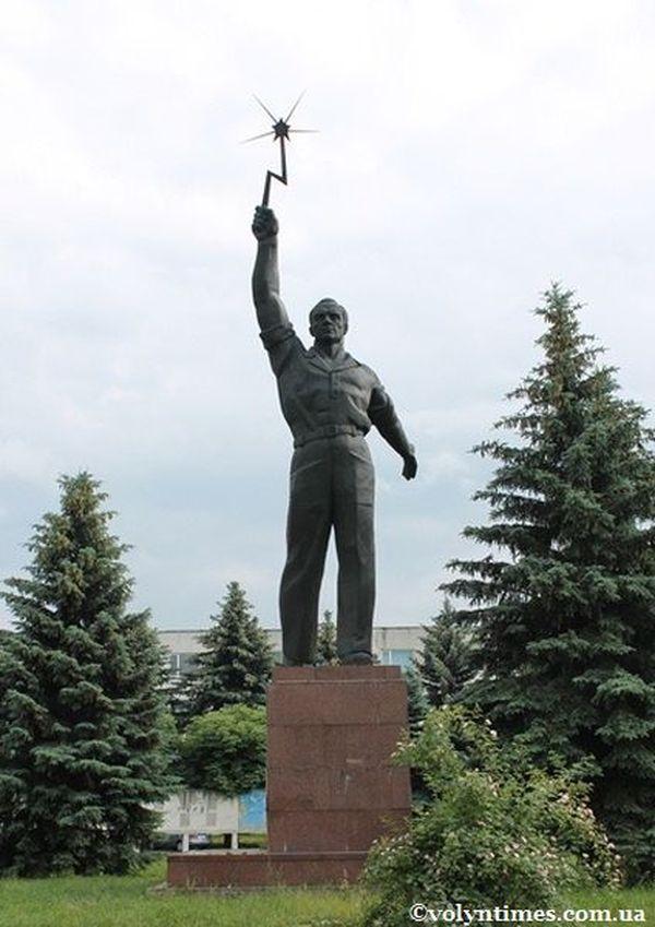 """Пам'ятник """"Слава Праці"""". Луцьк. 2012 р."""