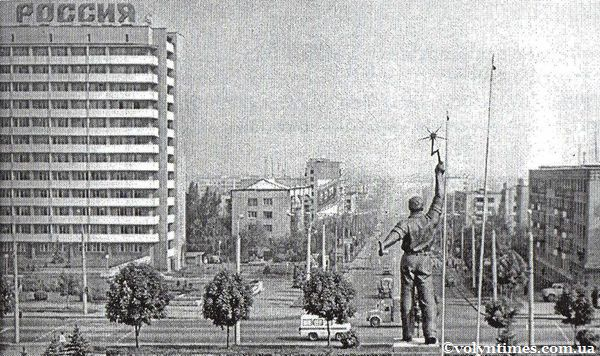 """Пам'ятник """"Слава Праці"""". Луцьк."""