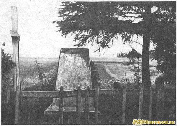 """""""Тужба"""" -меморіальний знак який встановлено на місці церкви св.Михайла на можливому місці могили Журавницького"""