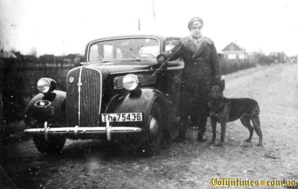 Один з перших автомобілів в місті