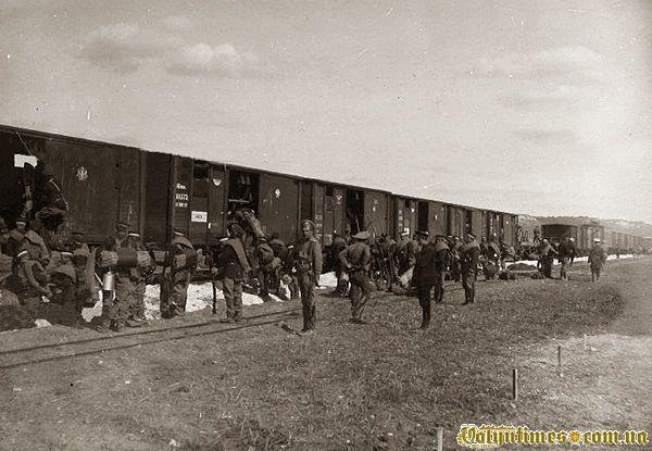 Солдати 2-ї паркової залізничної бригади перед відправленням на станцію Радзивилів.